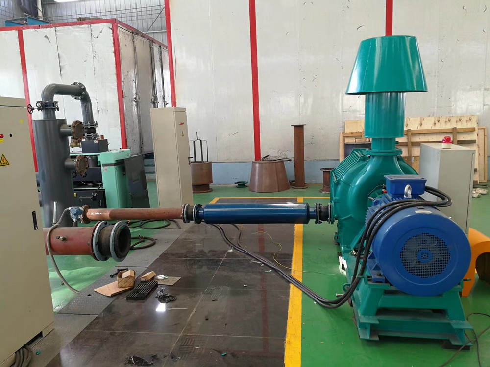 Selection of gas source in the production of melt blown cloth